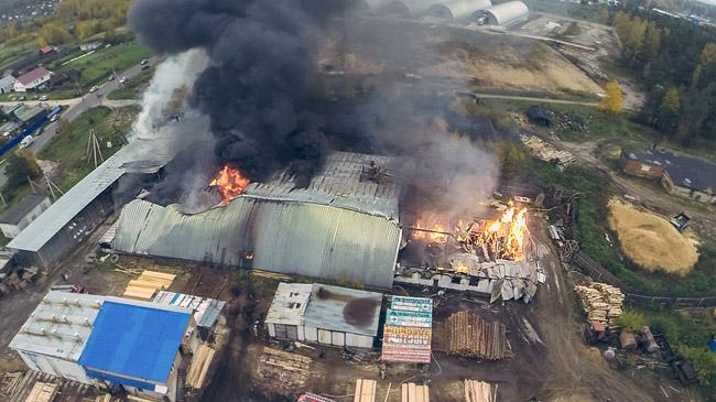 Появилось видео ужасного пожара напилораме вдеревне Бабенки Владимирской области