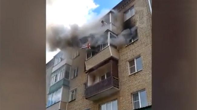 Семье сдетьми довелось спрыгнуть с 5-ого этажа, чтобы спастись отогня