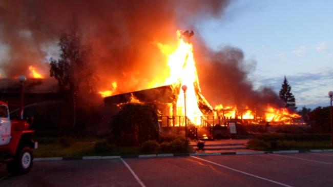 Рано утром полностью  сгорел ресторан «Сказка»