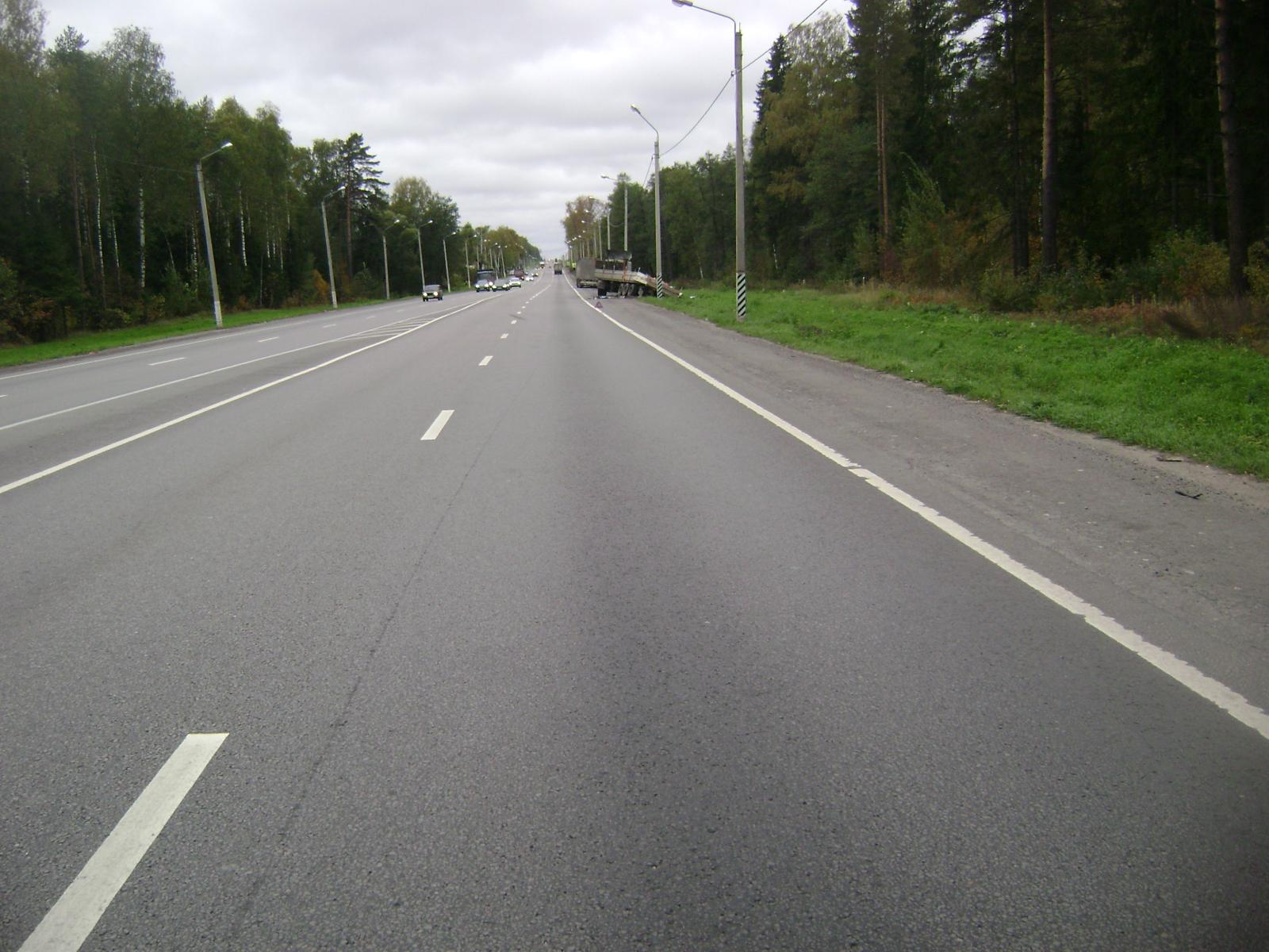 ВПетушинском районе столкнулись 3 грузового автомобиля - умер шофёр одного изних