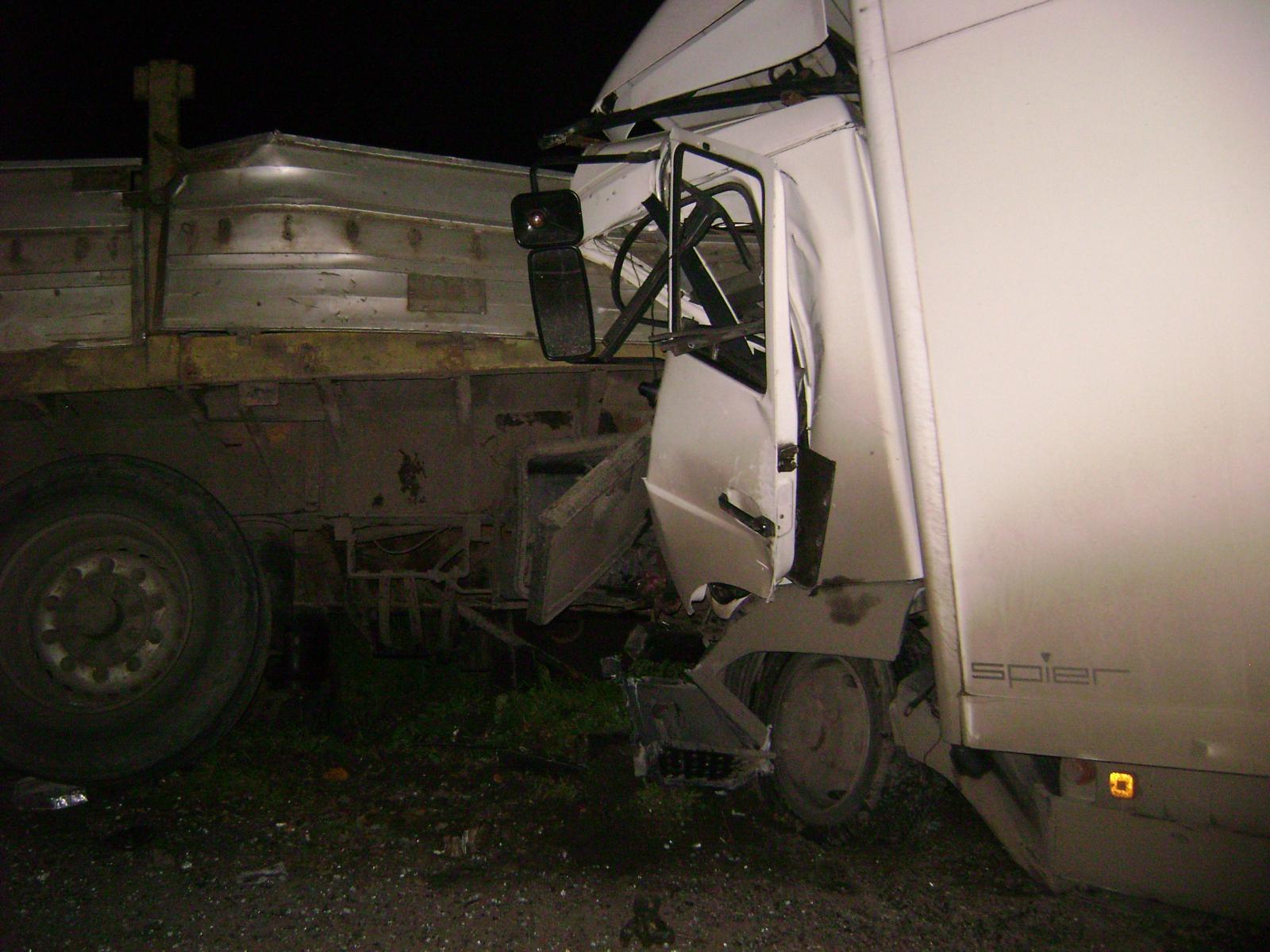 ВПетушинском районе встолкновении 3-х фур умер дальнобойщик